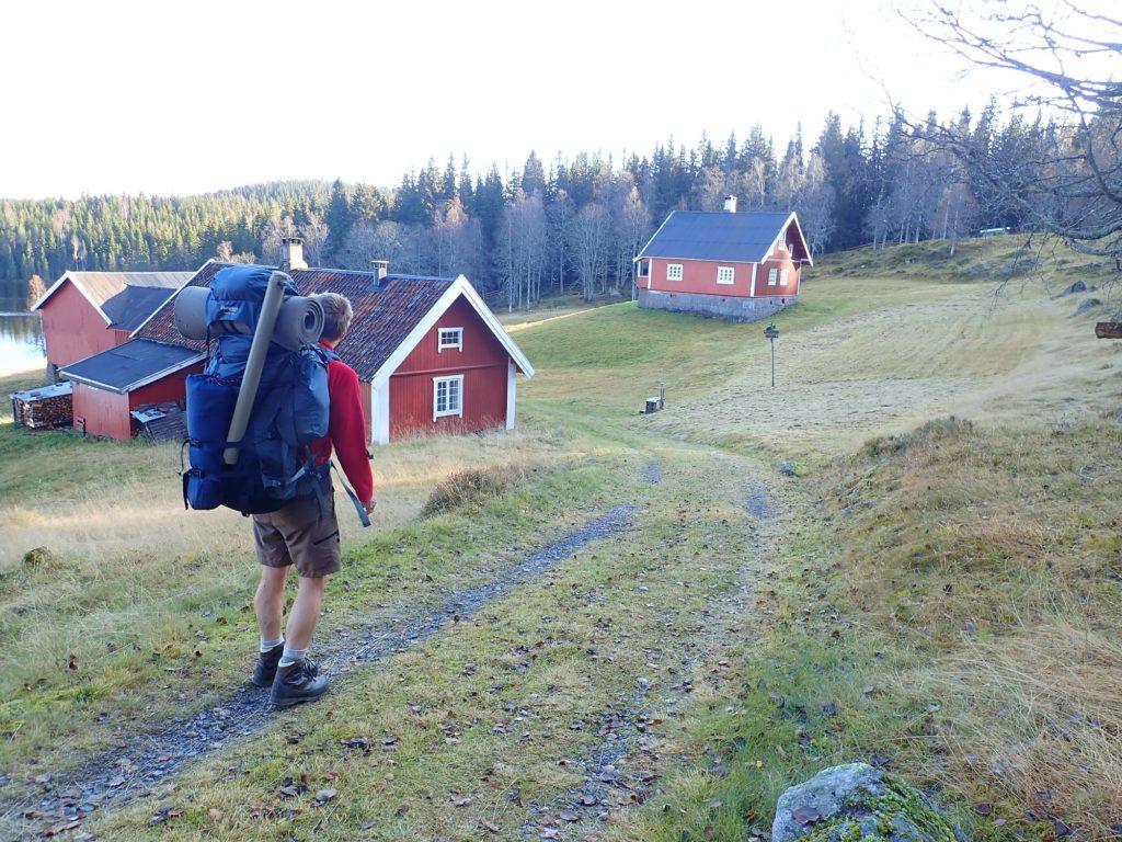 Flotte Finnstad ved Finntjernet. Velholdt plass og nyslått på tunet!
